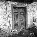 Vrata, rezljana, prenešena iz kmečke hiše iz Kostanjevice, sedaj štalna vrata, Male Vodenice 1956.jpg