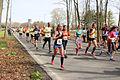 Vrouwen deden zich niet onder de mannen Marathon Rotterdam 2015.jpg