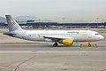 Vueling, EC-LZZ, Airbus A320-214 (15834350604).jpg