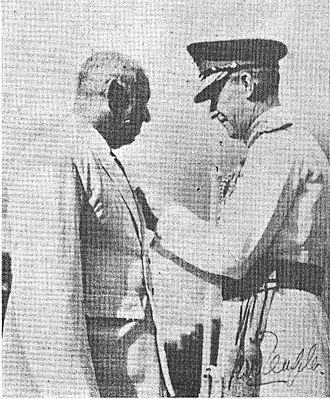 Gerald Templer - Templer awarding an MBE in Malaya