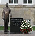 Wladyslaw Raczkiewicz monument Torun2.jpg
