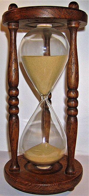Wooden hourglass. Total height:25 cm. Wooden d...