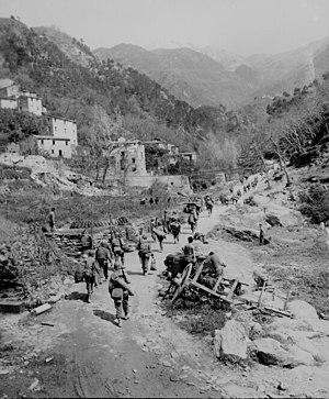Amerikanische Truppen auf dem Vormarsch bei Prato, Toskana, April 1945