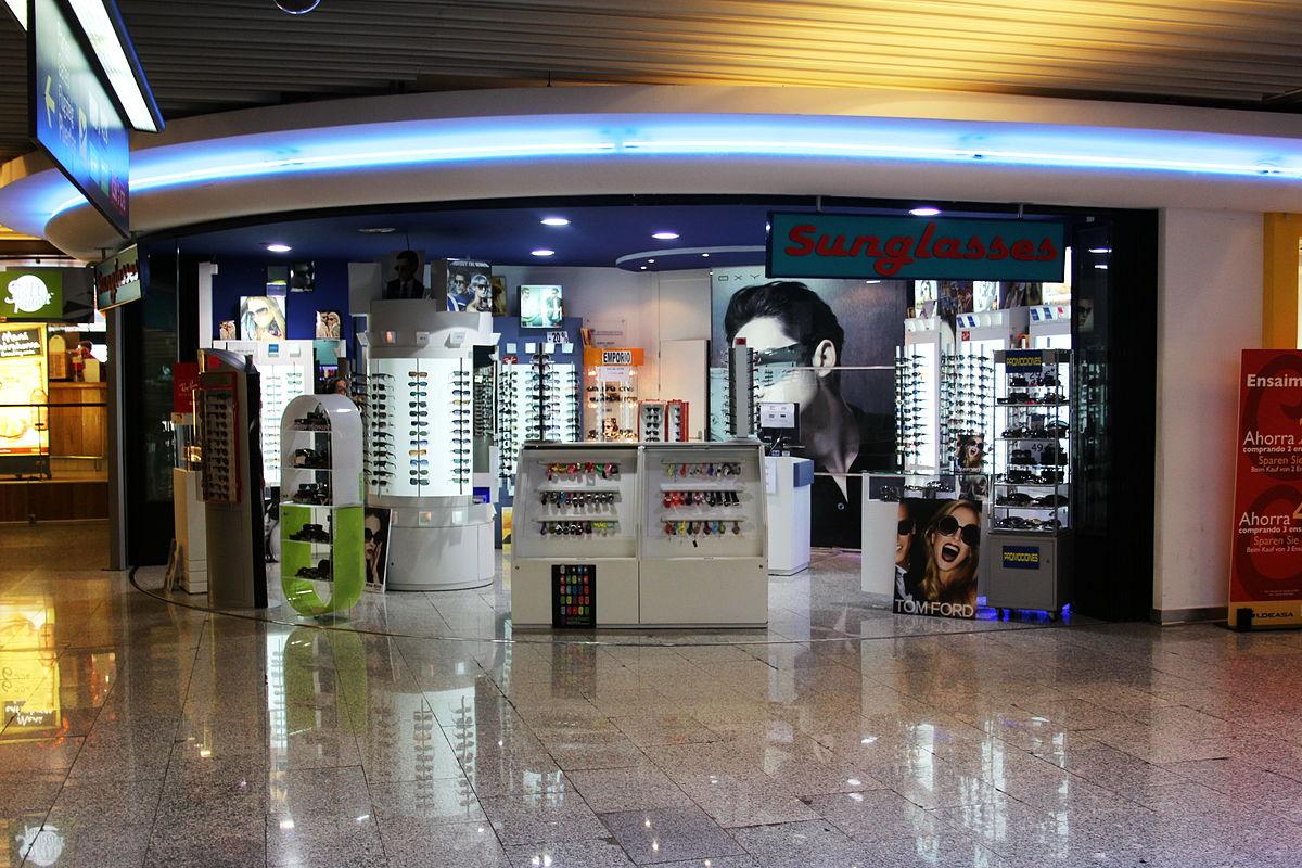 File:X100 Flughafen Palma de Mallorca Shop fuer Sonnenbrillen.jpg - Wikimedia Commons