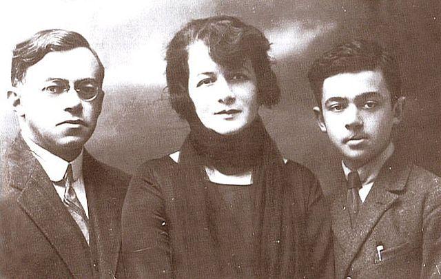 З.Жаботинский с женой и сыном