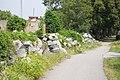 Zentralfriedhof Grabsteinhaufen jüdischer Teil.jpg