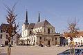 Église et place de Richelieu.jpg