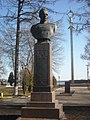 Бюст дважды героя Советского Союза П.И. Батова, набережная Волжская, Рыбинск, Ярославская область.jpg