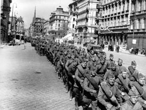 Советские войска во взятой Вене