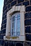 חלון במגדל המים שנמצא בתחנת הרכבת הישנה בצמח.jpg