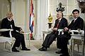 นายกรัฐมนตรีประเทศไทยและประเทศมาเลเซียให้สัมภาษณ์ สำนั - Flickr - Abhisit Vejjajiva (2).jpg