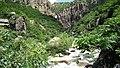 山谷里的一点白就是瀑布 - panoramio.jpg