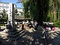晴れの日はここに集まって花札をする朝鮮族.jpg