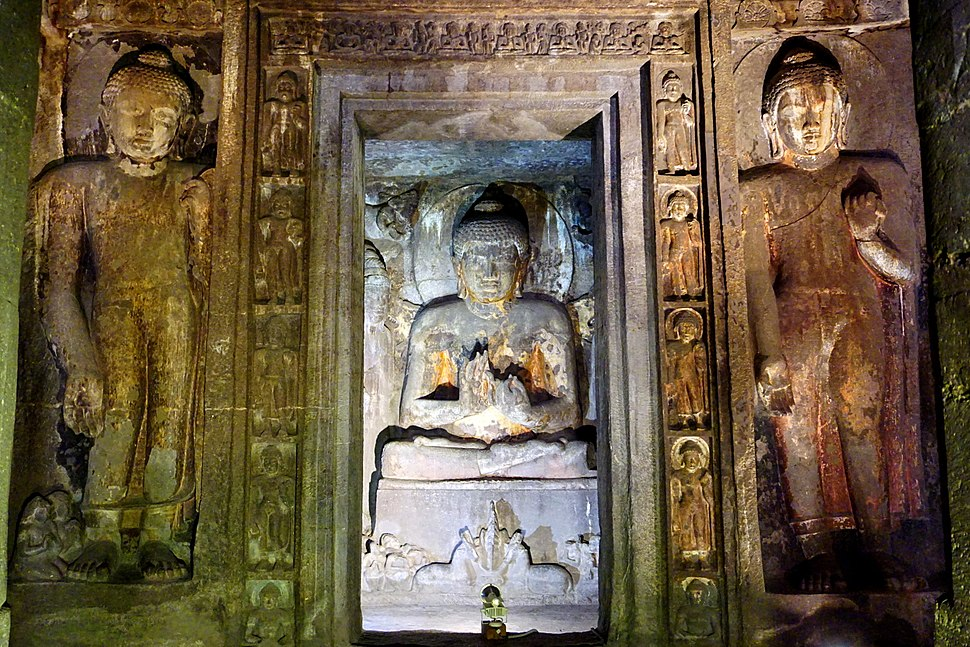 067 Cave 4, Buddhas, Sitting and Standing (34123205802)