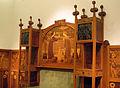 130 Sofà amb vitrines laterals i plafó de marqueteria, de Gaspar Homar.jpg