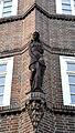 1927 Baukomplex Fössestraße Limmerstraße Hannover-Linden (Karl Elkart, Friedrich Hartjenstein), teils kubistische Terrakotta-Skulptur halbnackte Frau, Erker zum Küchengarten evtl. v. Ludwig Vierthaler.jpg
