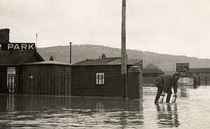 Monnow Street - Image: 1947 flood in Monnow st