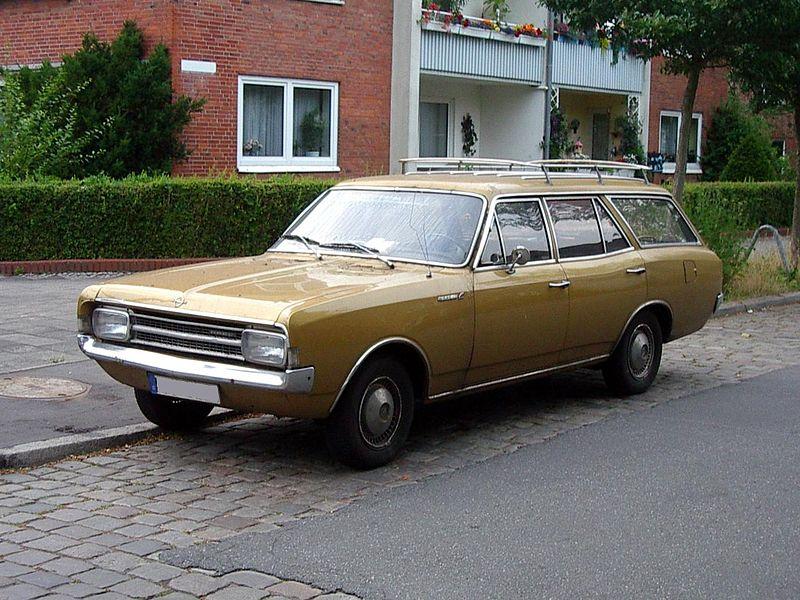 800px-1966_Opel_Rekord_C2_Kombi_5T_Front