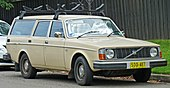 1975-1978 Volvo 245 DL station wagon (2011-03-10) 01.jpg