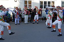 Folk costume - Wikipedia