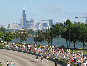 Chicago Half Marathon - Runners on Lake Shore Drive in the Kenwood community area on the South Side of Chicago (2007)