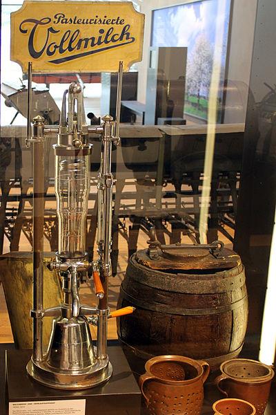File:2014-07-06 Milchmess- und -verkaufsapparat Agrarmuseum Wandlitz anagoria.JPG