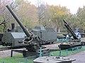 210-мм пушка особой мощности Бр-17 , Тактический ракетный комплекс 2К6 Луна на заднем плане - panoramio.jpg