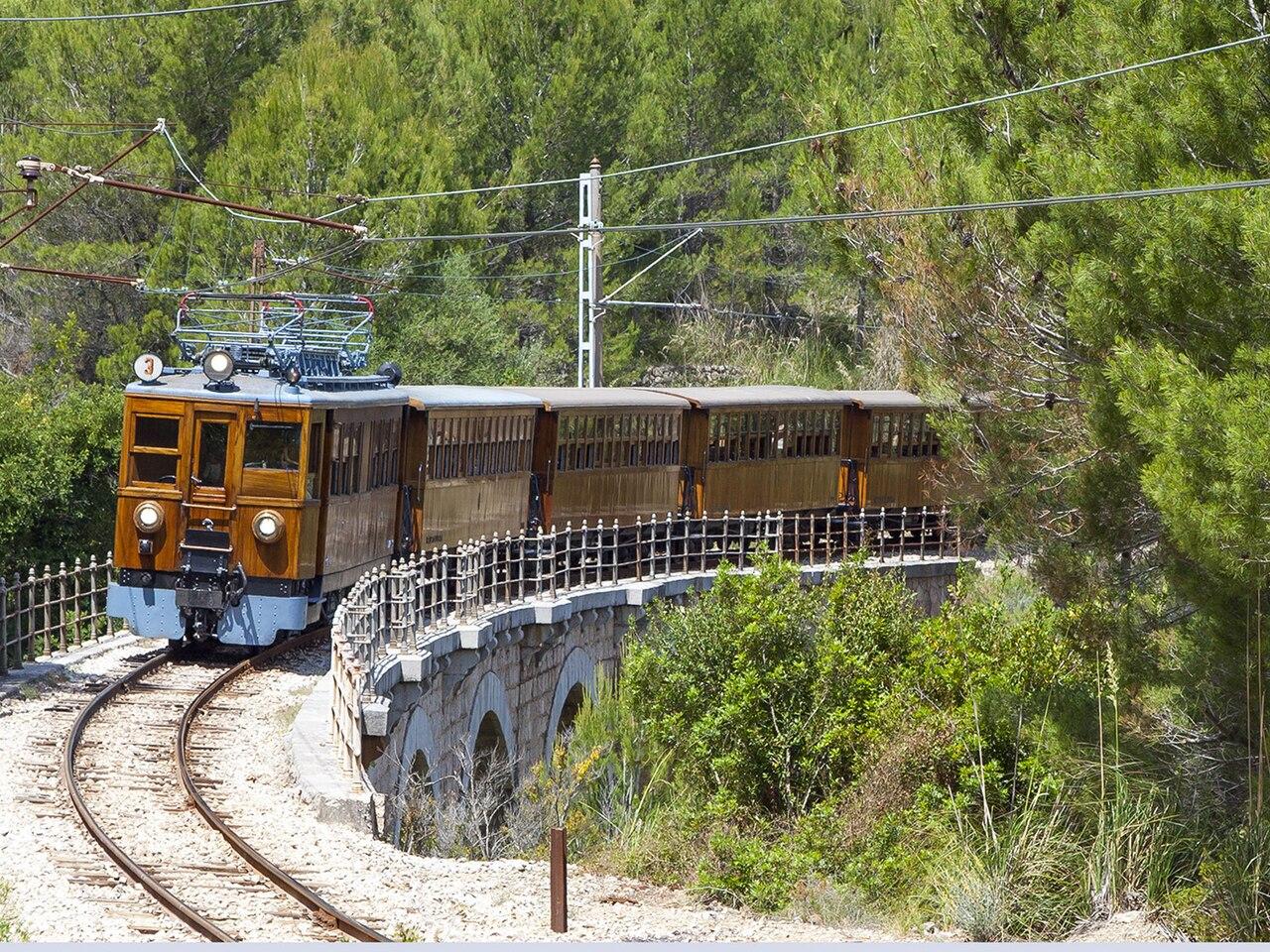 Tren de Sóller en el puente de los 5 ojos, foto de Diesellokophren