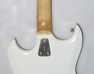 Bolt-on neck - Less-common three-screw assembly with plate, on a Hagström III guitar
