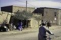 ASC Leiden - van Achterberg Collection - 02 - 46 - Une rue du marché avec des poteaux électriques et des câbles - Agadez, Niger - 27 décembre 1996 - 11 janvier 1997.tif