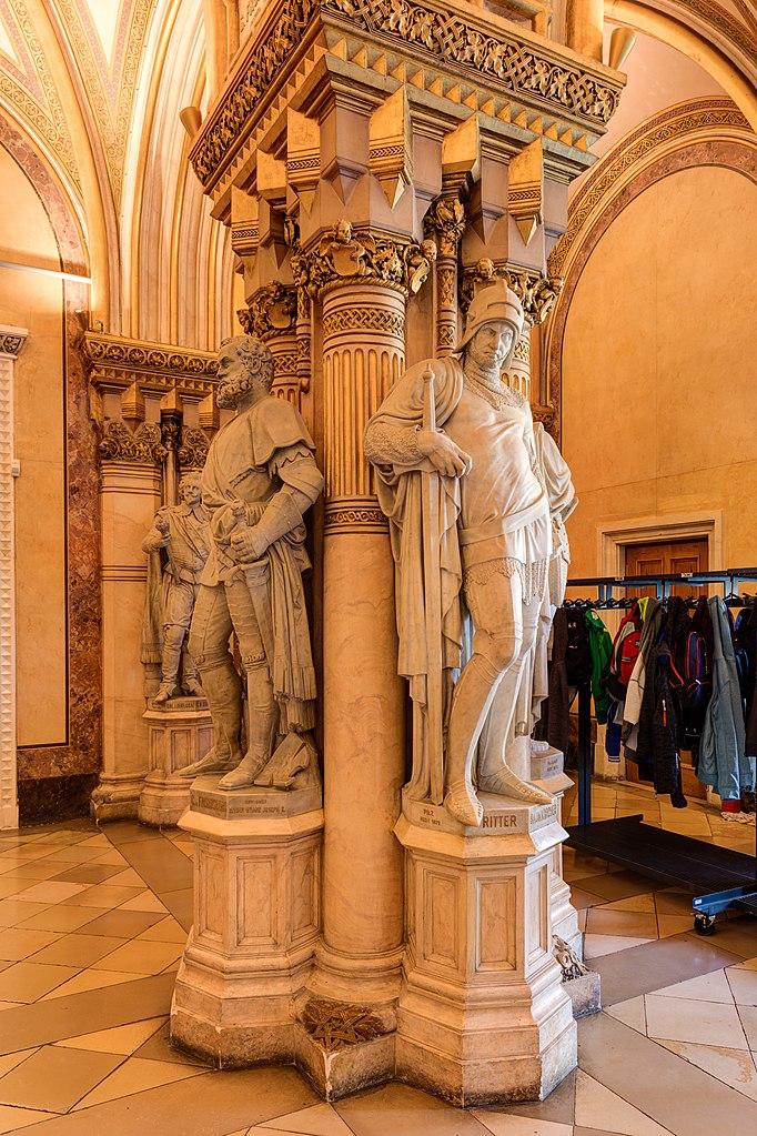 Datei:AT 7797 Heeresgeschichtliches Museum Feldherrenhalle - Statuen-0216 7 8 9.jpg