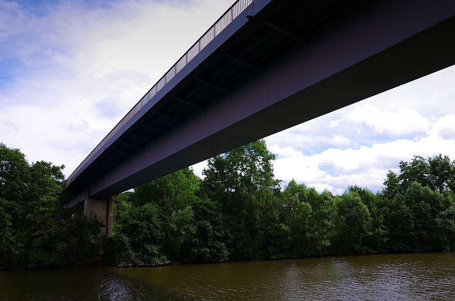 Die Abt-Fulrad-Brücke bei Auersmacher ist eine 1983 erbaute, grenzüberschreitende Straßenbrücke mit zwei Fahrstreifen für den Fahrzeugverkehr, sowie beidseitigen Fußwegen zwischen den EU-Mitgliedsstaaten Deutschland und Frankreich