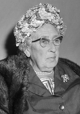 Agatha Christie in Nederland (detectiveschrijfster), bij aankomst op Schiphol me, Bestanddeelnr 916-8898 (cropped)