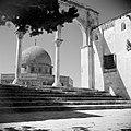 Al Haram esh-Sharif - Tempelberg. Een van de portalen die leiden naar het platfo, Bestanddeelnr 255-5407.jpg
