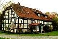 Am Edelhofe Fachwerkhaus Hannover Ostseite Eingang.jpg