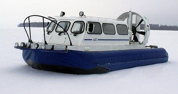 Amphibious boat -Khivus-10- near Vasilsursk zoomer.jpg