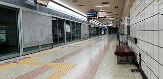 Anam station - Westbound Platform