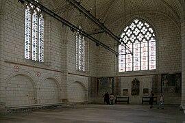 Comment fut décapité le château d'Angers dans CHATEAUX DE FRANCE 270px-Angers_-_Ch%C3%A2teau_-_Int%C3%A9rieur_de_la_chapelle