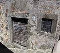 Arcidosso, portale con architrave scolpita.JPG