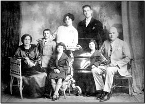 Juan José Arévalo - Arévalo Bermejo in his teenage years in a family portrait