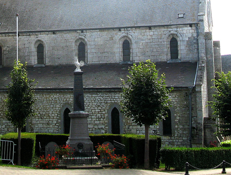 Aubenton (Aisne, France) -  Le monument-aux-morts se dresse sur le côté de l'église. .   Camera location  49°50′12.06″N, 4°12′15.78″E  View this and other nearby images on: OpenStreetMap - Google Earth    49.836682;    4.204384