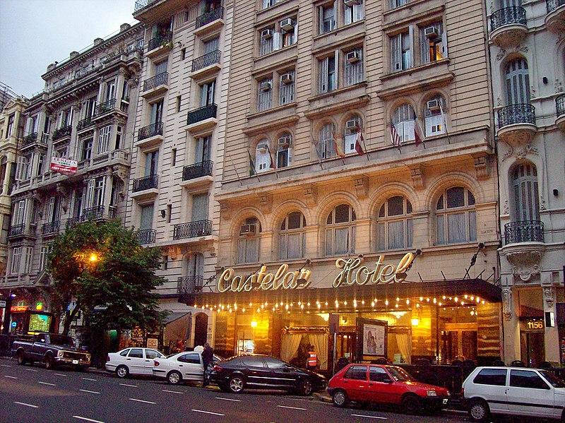 File:Avenida de Mayo Hotel Castelar iluminado.jpg
