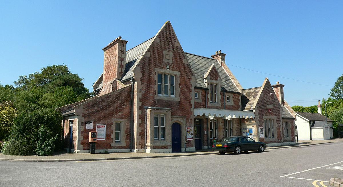 Axminster railway station - Wikipedia