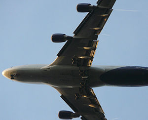 B747 overhead on short finals.jpg