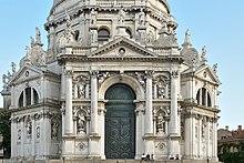Basilica Santa Maria della Salute dettaglio facciata Canal Grande Venezia.jpg