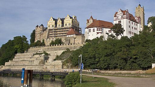 Bernburg Schloss gesehen von der Saale