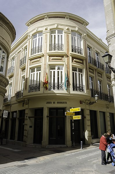 https://upload.wikimedia.org/wikipedia/commons/thumb/f/f7/Bienestar_Social_Almería.jpg/397px-Bienestar_Social_Almería.jpg