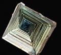Bismuth Cristal artificiel GLAM MHNL Minéralogie FL 2016 A 08.JPG