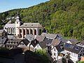 Blick von Burg Hengebach auf die Kirchen St. Salvator und St. Clemens - Bild 2.JPG