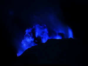 Ijen - Blue sulfur flames in Ijen Caldera